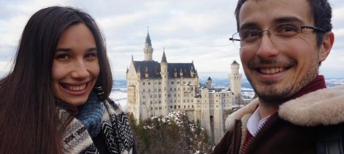 Castelul Neuschwanstein la poalele Alpilor Bavarezi.