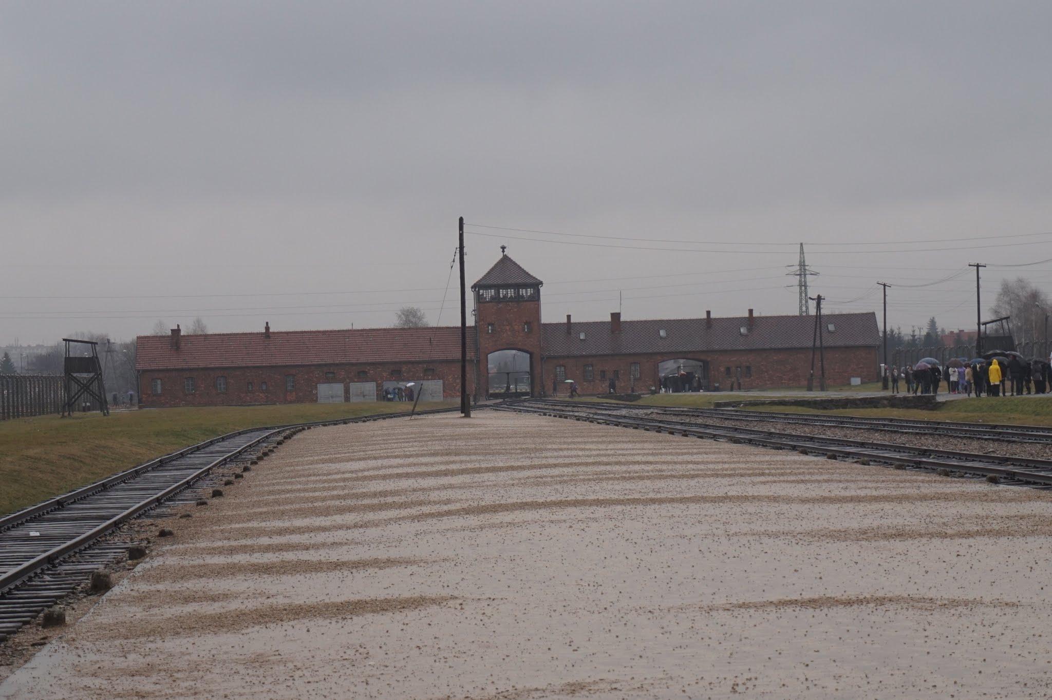 Aici este celebrul peron pe care il puteti vedea in toate pozele legate de Auschwitz