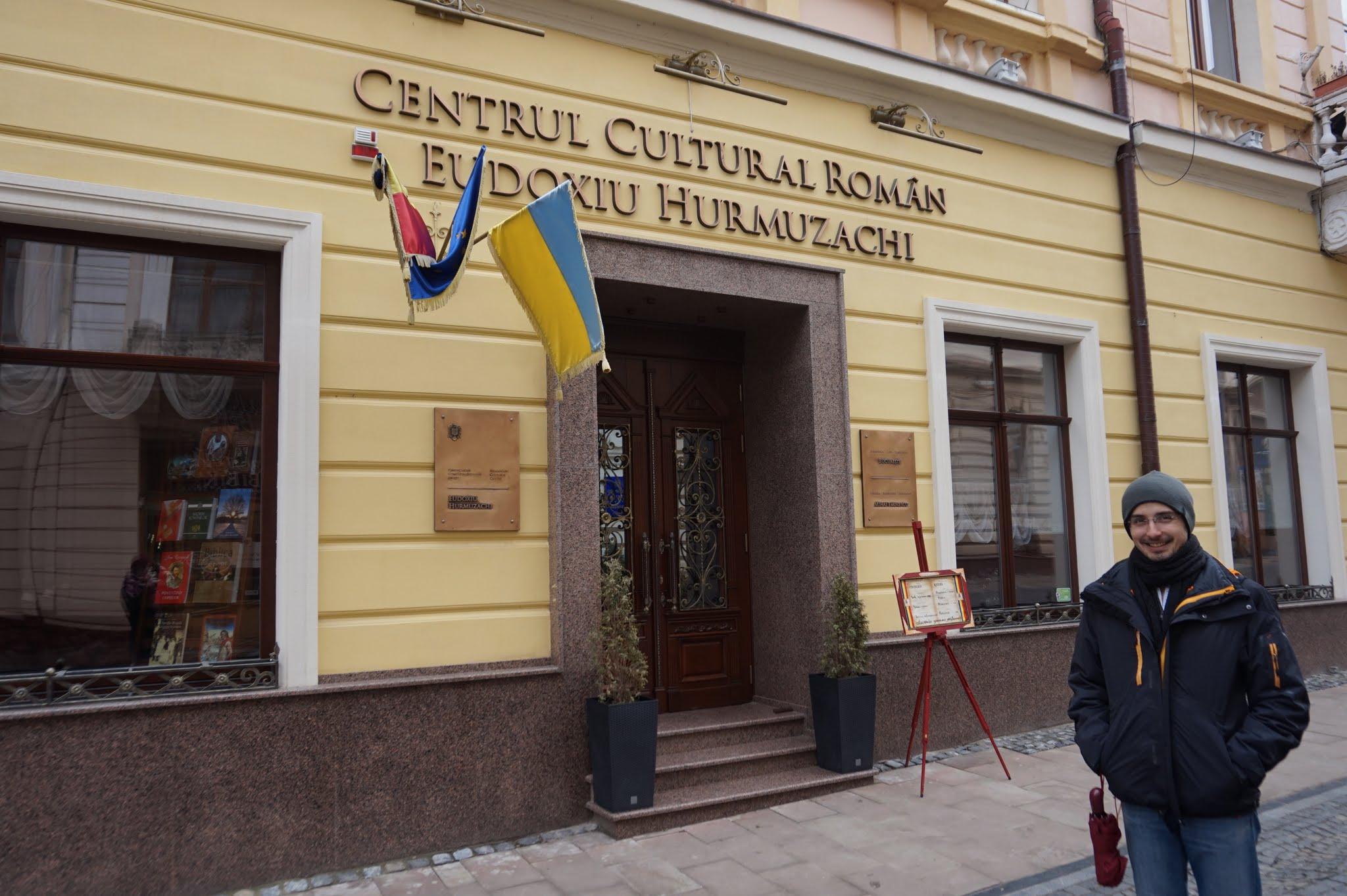 Centrul Cultural Roman din Cernauti. Tot aici este si Restaurantul Bucuresti.